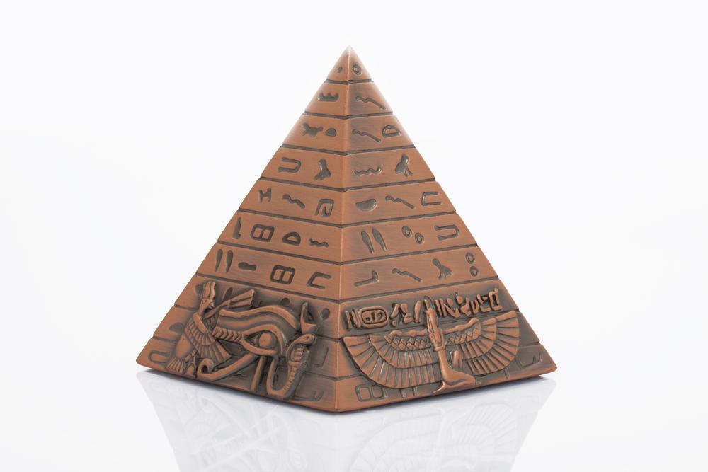 pirámide egipcia como amuleto